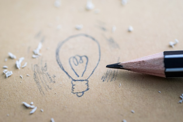 Drawing a cartoon light bulb with pencil