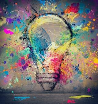 추상적 인 큰 전구 벽에 그리기. 혁신과 창의성의 개념