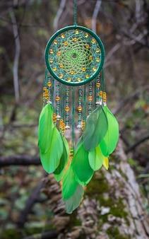 Ловец снов из перьев, кожаных бусинок и веревок, подвесной