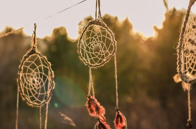 ドリームキャッチャー、民族のお守り、アメリカの民族のインディアンの人々のシンボル。