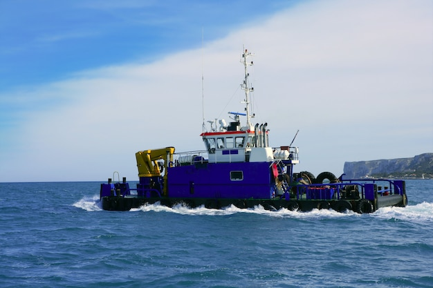 Dredge big boat to drag marine bottom