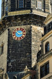 드레스덴, 작센 스위스, 독일: 드레스덴 시내 중심가에 있는 탑에 있는 시계.