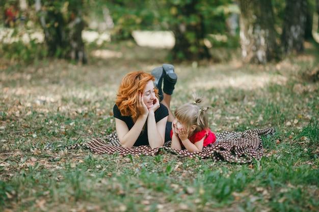 드레스 유아 잎 붉은 어머니