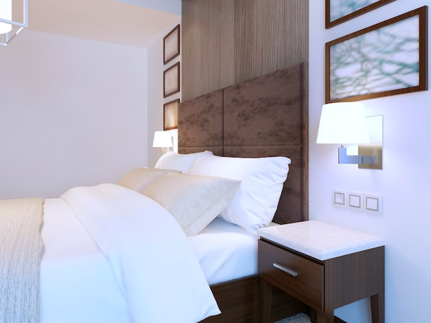 흰색 테마와 갈색 가구로 꾸며진 현대적인 침실에 더블 침대를 갖추고 있습니다.