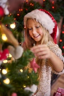 クリスマスツリーのドレッシングは通常私の義務です