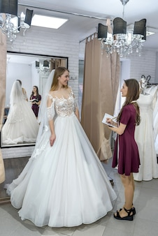 結婚式のサロンと花嫁のメモ帳と洋裁