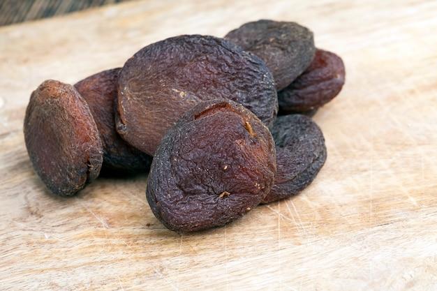 Сушеные абрикосы, сушеные естественным путем на солнце, курага