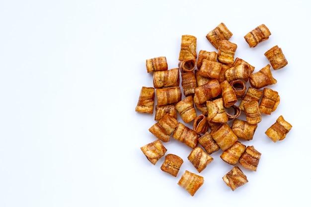 Сушеные банановые чипсы.