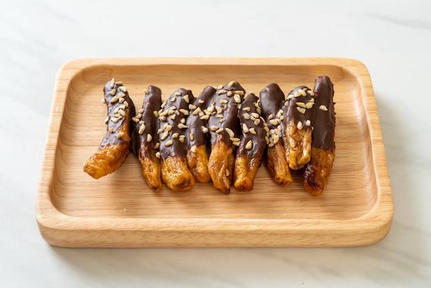 チョコレートコーティングされた乾燥バナナ
