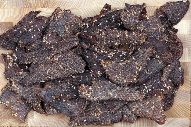 Сушеные ломтики говядины в специях с кунжутом