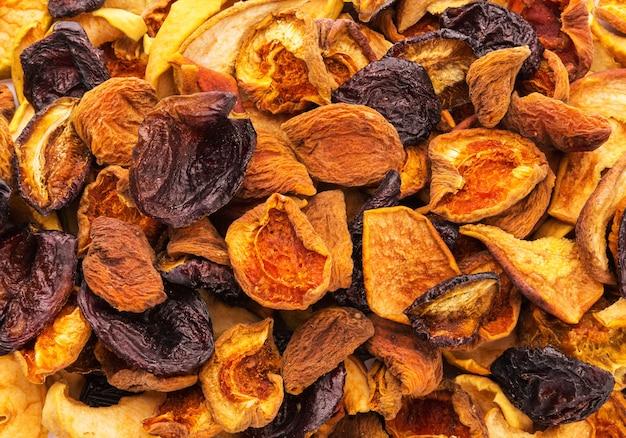 Сушеные кусочки фруктов фон