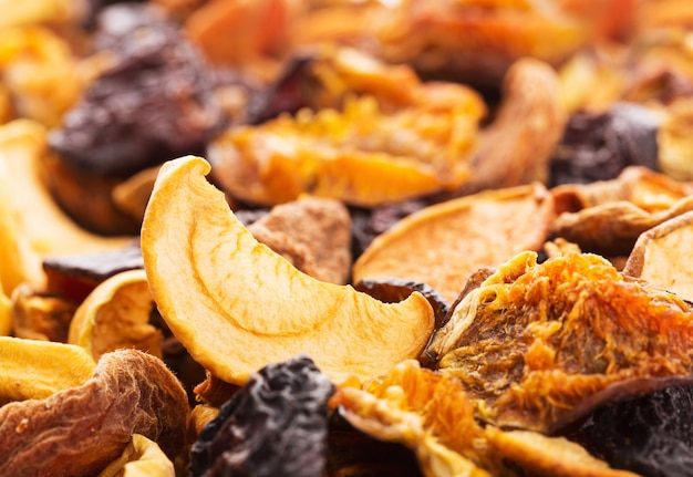 Сушеные кусочки фруктов