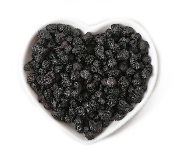 上に分離されて心臓の形でブルーベリーを乾燥