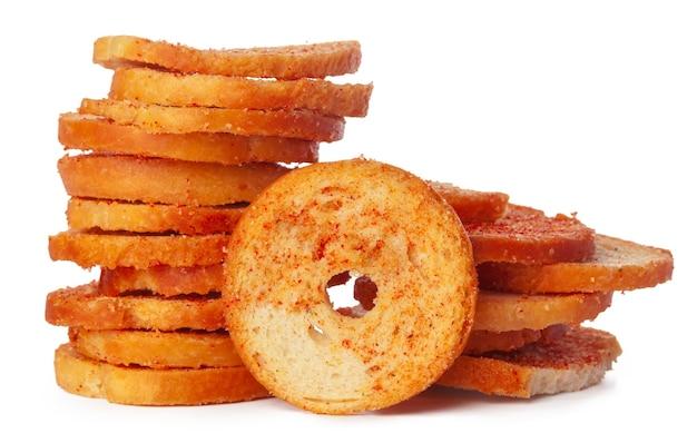 말린 빵 칩 흰색 배경에 고립 프리미엄 사진