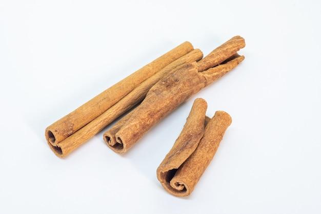 乾燥シナモンカッシアスティック樹皮調理材料