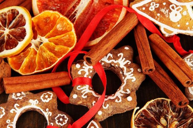 말린 감귤류, 향신료, 쿠키 클로즈업 배경