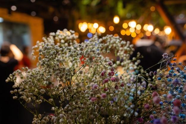 Doceration 목적 클로즈업을 위해 말린 다채로운 꽃.