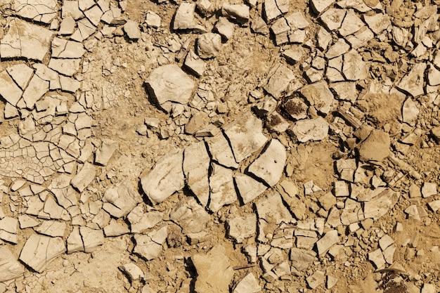 균열에 마른 지구. 가뭄을 상징하는 배경. 고품질 사진