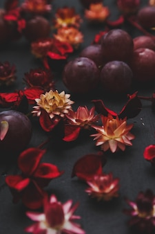 Dried flowers and grapes