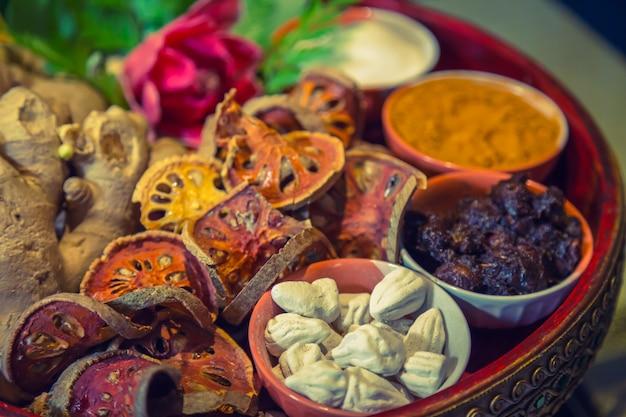粘土ボウルに乾燥食品