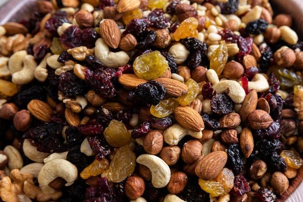 Ассорти из сухофруктов и орехов для здорового устойчивого питания