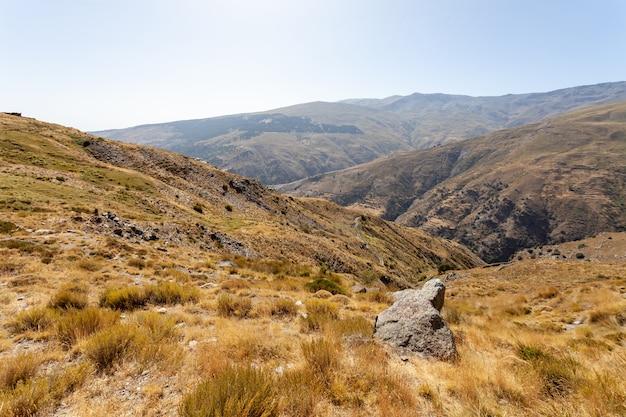 시에라 네바다, 스페인에서 nacimiento 강 계곡의 말린 풍경보기