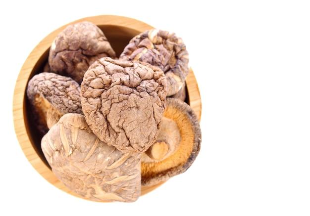 Сушеные грибы на белом фоне