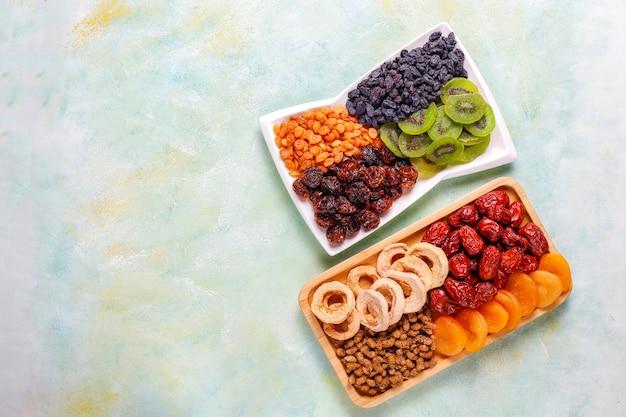 乾燥有機フルーツの品揃え。