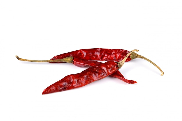 Сушеный красный перец чили на белом