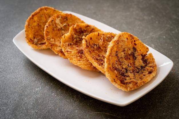 말린 갈가리 찢긴 돼지 고기 센베이-태국 음식 스타일