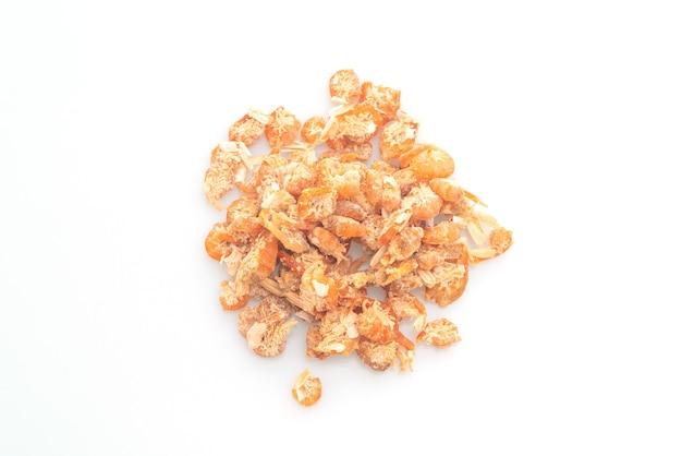 말린 새우 또는 말린 소금에 절인 새우 흰색 배경에 고립