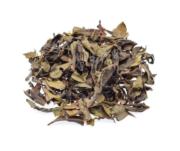 Сушеные листья чая изолированные
