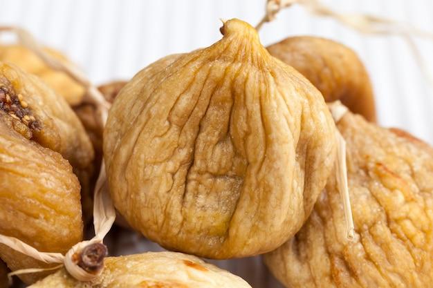 Сушеные желтые съедобные плоды инжира