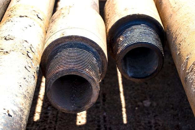 掘削リグ。深い井戸の掘削。掘削装置およびツール。鉱物探査。土壌を凍結するための井戸の装置。