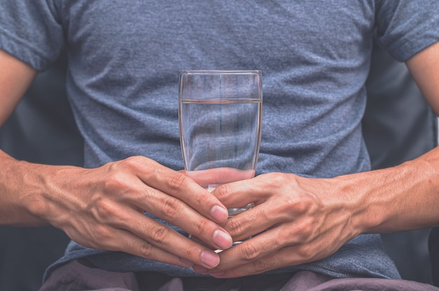 건강을 위해 깨끗한 물을 마셔 라