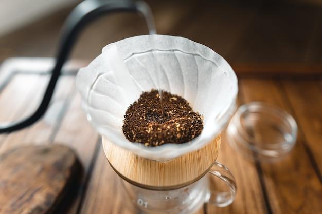 自宅でコーヒーとスローコーヒーを滴下、コーヒーのお湯を落とす
