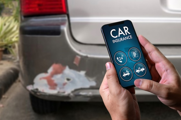 Driver call with smartphone to insurance agent