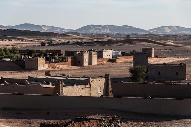 モロッコのドルメダリ、ラクダ、ベビーズ