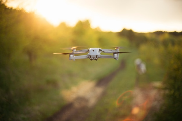 Дрон в полете. технология