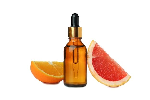 白い孤立した背景に分離された油と柑橘類とスポイトボトル