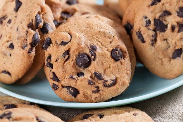 伝統的な小麦のクッキーのドロップとチョコレートのかけら