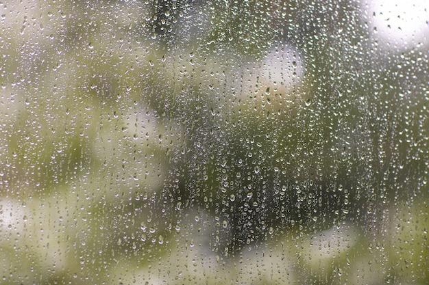 창에 비 방울