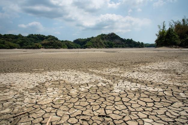 대만 타이난 관 티안의 가뭄 호수와 땅