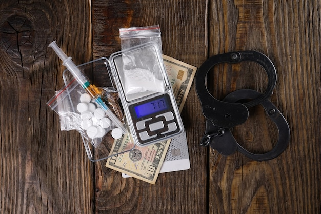 마약 사용은 사람의 자유를 박탈합니다. 마약에 대한 개념입니다. 공간을 복사합니다.