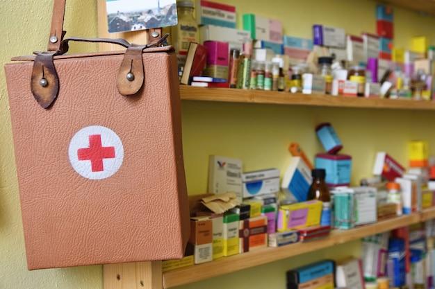 «наркотики и мешок для лекарств»
