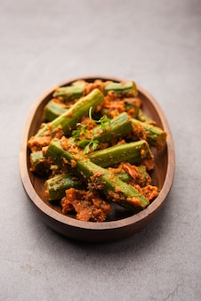 ドラムスティックカレーは、モリンガスティックとスパイスを使用して調理された、美味しくてピリッとした野菜のグレービーソースまたはドライレシピです。ヘルシアインド料理