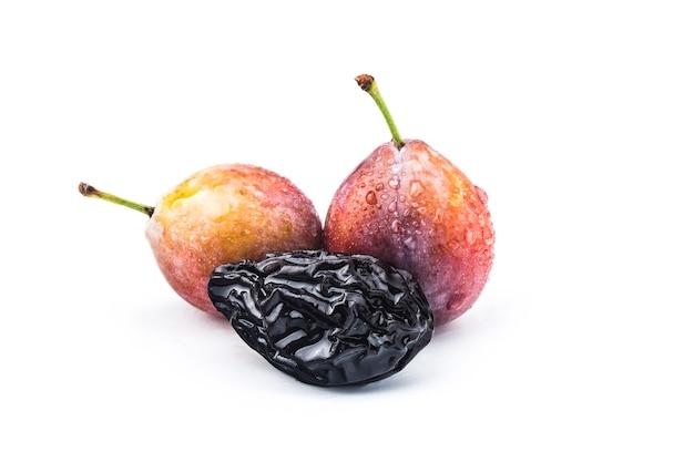 ドライフルーツプルーンのクローズアップ。乾燥プルーンの果実