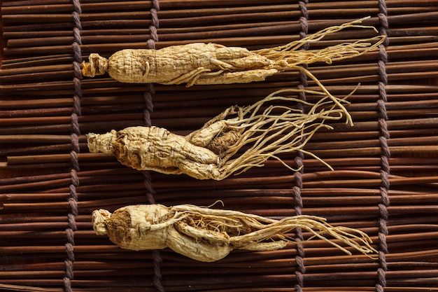 Dry ginseng for healthy herb.