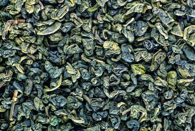 Сухой зеленый чай, текстура. естественный абстрактный фон.