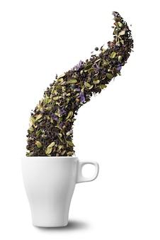 Сухой травяной чай в чашку, изолированные на белой стене. квартира лежала. абстрактное понятие.